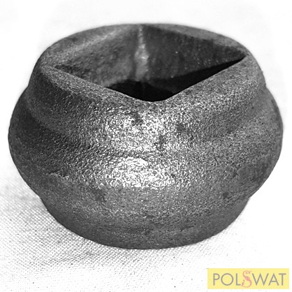 pálcára húzható kovácsolt oszlopdísz 22x40 lyuk: 16,5x16,5mm