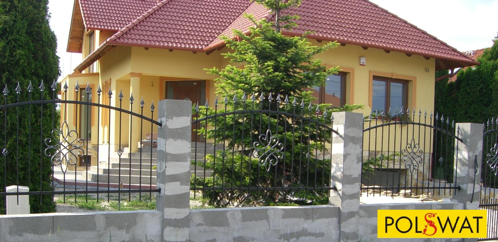 lefestett kovácsoltvas kerítés